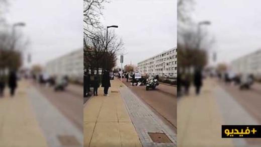 شاهدوا بالفيديو.. الشرطة الفرنسية تطلق النار على رجل يشهر سكيناً ويهتف الله أكبر