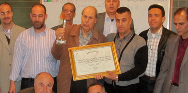 """تكريم الأستاذ"""" أحمد الخلوقي"""" بمدرسة سلوان بمناسبة إحالته على التقاعد"""
