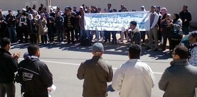 """أساتذة """"سد الخصاص"""" ينظمون إضراب جهويا ووقفة احتجاجية أمام مقر أكاديمية الجهة الشرقية"""
