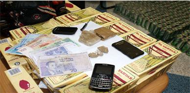 المصالح الامنية بالعروي تلقي القبض على شخصين ينشطان في ترويج المخدرات والخمور