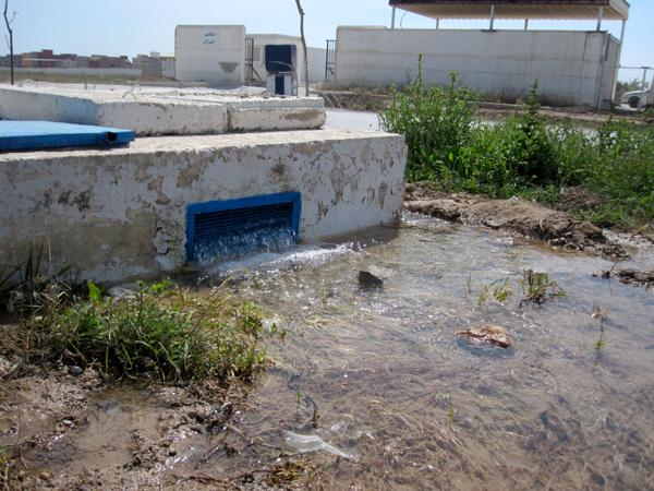 انفجار قناة رئيسية للماء الصالح للشرب بسلوان منذ شهرين والمسؤولون في سبات عميق
