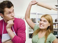 إعلانات إذاعية تشجع على تعنيف المرأة لزوجها