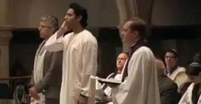شاب يؤذن داخل الكنيسه