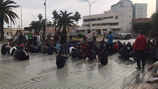 لاجئون تونسيون يعتصمون وسط مليلية لتخويلهم إمكانية الإقامة القانونية بإسبانيا