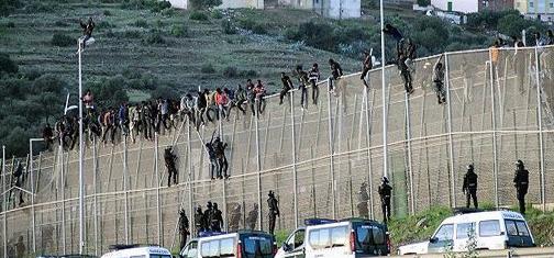 إحباط محاولة اقتحام جماعي لما يناهز 400 مهاجرا سريا لمدينة سبتة المحتلة