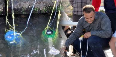 مواطن من الناظور ينجح في اختراع آلة لتحلية مياه البحر المالحة