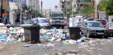 الأزبال تغزو مدينة الناظور وتهدد صحة الساكنة وسط  تجاهل الجهات المسؤولة لخطورة الوضع