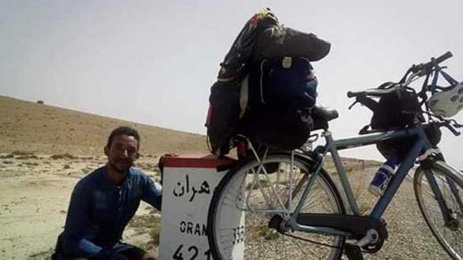 رحالة مغربي يواصل من السنغال رحلته عبر العالم على متن دراجته الهوائية