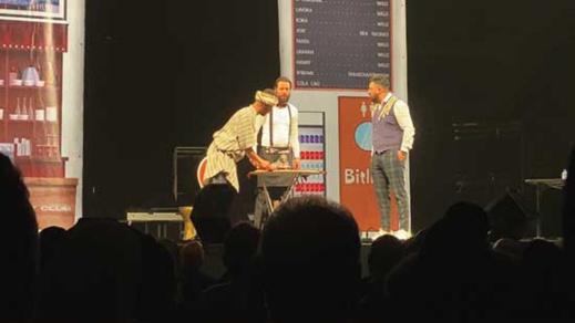 وسط جمهور غفير ناظور كوميدي كلوب يشعل المسرح الملكي بمدينة لاهاي الهولندية