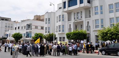 النقابة الوطنية للتعليم بالناظور تدين الهجومات المتكررة على نساء ورجال التعليم في مسيرة احتجاجية