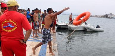 عناصر الوقاية المدنية تؤطر مجموعة من رجال تعليم السباحة بالناظور