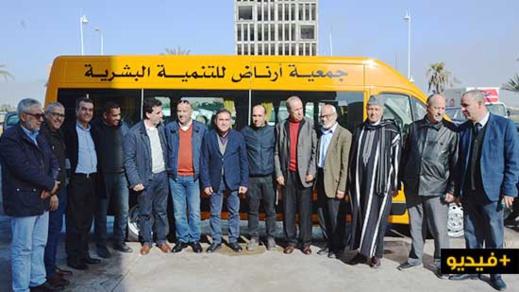 الرحموني يوزع عددا من الشاحنات وحافلة للنقل المدرسي لجماعات بإقليم الناظور