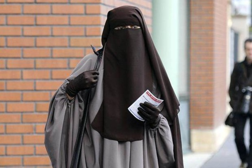 محكمة ألمانية تنتصر لتلميذة مسلمة منعت من ارتداء النقاب