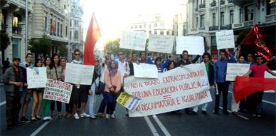 الطلبة المغاربة بإسبانيا ينظمون مظاهرة احتجاجية تنديدا بقرار رفع مصاريف التسجيل