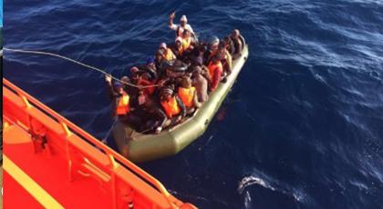 إنقاذ 34 مهاجرا من وسط بحر البوران أبحروا من بويفار على متن قارب مطاطي