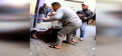 """مديرية الأمن تتفاعل مع فيديو """"تعنيف"""" زوج لزوجته بالشارع العام"""