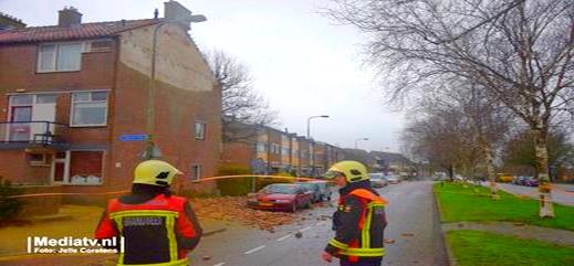 عاصفة في هولندا: الرياح تدمر أسطح المنازل.. ومخاوف من الفيضانات