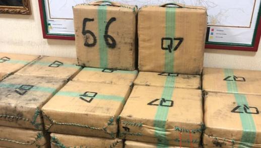 حجز حوالي طن ونصف من الحشيش واعتقال شخصين متورطان في الاتجار الدولي للمخدرات