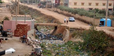 """غضب بتاويمة عقب قيام شركة """"العمران"""" بتهيئة طريق رئيسية وإهمال طرق أخرى بذات الحي"""
