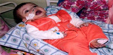 الطفل آدم في حاجة مستعجلة  إلى عملية جراحية مستعصية على القلب بالديار الأوروبية