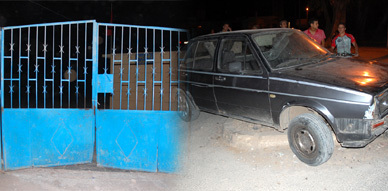 معلم يخترق بسيارته باب مدرسة بحي الجوطية بالناظور