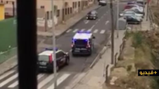 شاهدوا.. الشرطة الإسبانية تخاطب المواطنين بالريفية وتحثهم على البقاء في المنازل