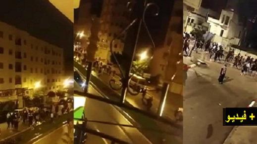 """عاجل.. مسيرة ليلية وسط طنجة تُكسّر """"حالة الطوارئ"""" وتتضرع إلى الله لرفع جائحة كورونا عن المغرب"""