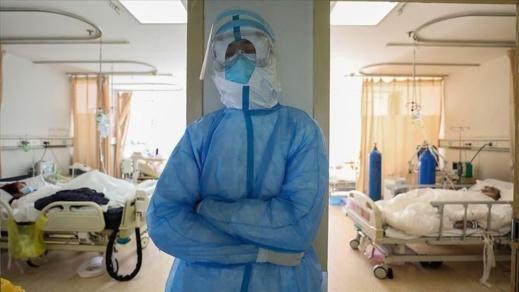 طبيبة مغربية: أبكاني مريض ينتحب طيلة الليل ليرى عائلته ثم توفي لوحده