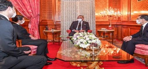 خلال تعديل حكومي.. الملك محمد السادس يظهر لأول مرة مرتديا الكمامة