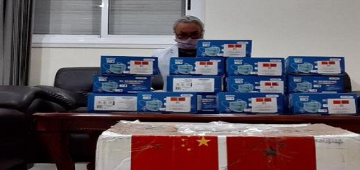 بعد دعمه للصين بفائض ميزانية جماعته بنواحي الحسيمة.. الحنودي يتوصل بدفعة من الكمامات الصينية