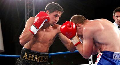 الناظوري أحمد الموساوي يتألق في بطولة أوروبا للمحترفين في الملاكمة