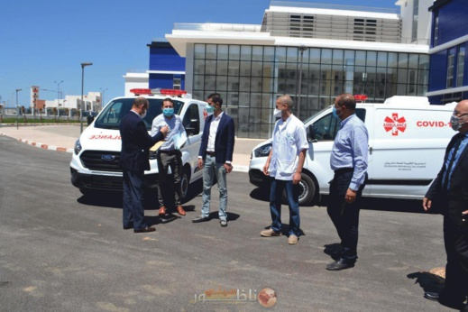 محسنون يسلمون سيارتي إسعاف هبة للمستشفى الإقليمي الجديد بالدريوش