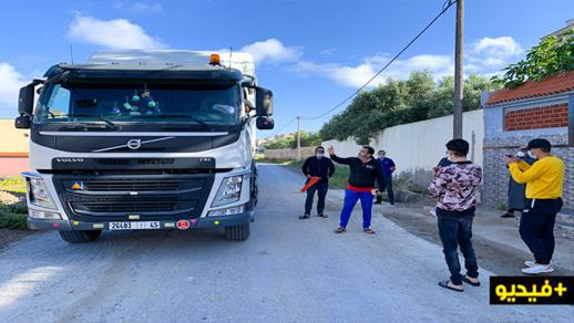 مواطنون بإعزانن يحتجون ضد استغلال شاحنات مقلع للرمال لمسلك طرقي