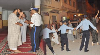 الأمن بزايو يطرد أزيد من 35 معتكفا من جماعة العدل والإحسان  بمساجد المدينة