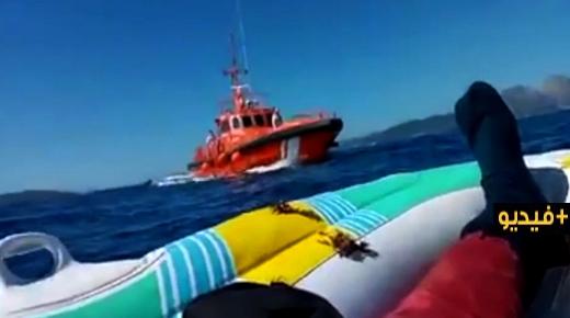 وثق عملية إنقاذه.. قاصر انطلق من طنجة يصل إلى الشواطئ الإسبانية على متن قارب صغير