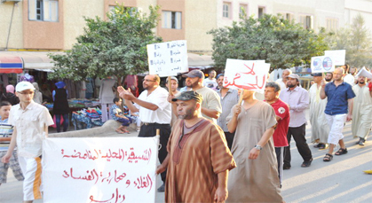 تنسيقية الغلاء بزايو تتهم إدارة الماء بالمدينة بمخالفة الوعد وتنظم مسيرة احتجاجية
