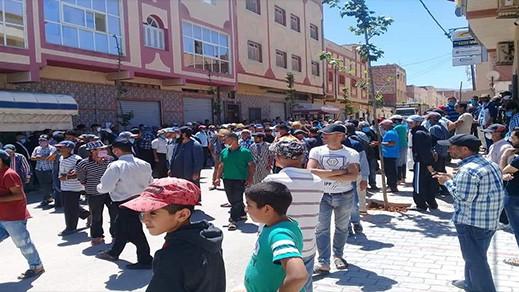احتجاجات بالحسيمة ضد طريقة تدبير الدعم المالي المقدم من طرف صندوق جائحة كورونا