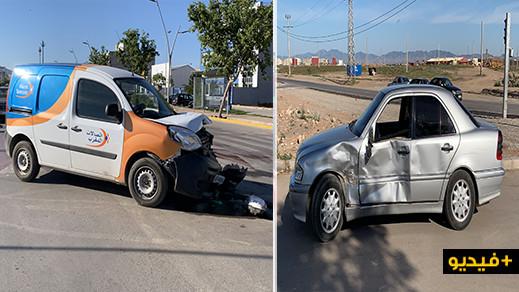 اصطدام قوي بين سيارتين في حادثة سير وسط الناظور يخلف خسائر مادية جسيمة