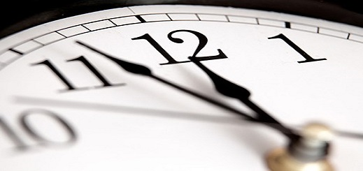 إٍرتباك بسبب زيادة ساعة في هواتف المواطنين وأئمة يرفعون آذان الفجر قبل موعده