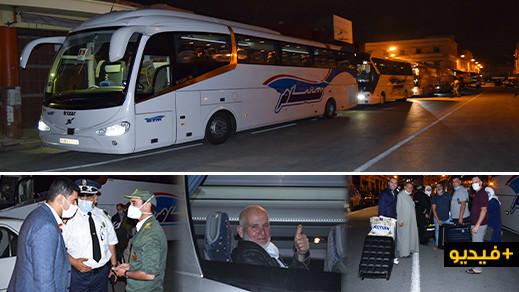 شاهدوا.. ست حافلات تقل العالقين بالناظور الى مطار محمد الخامس لإعادتهم الى ألمانيا