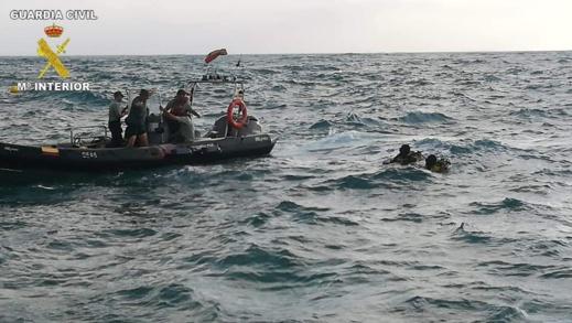 """توقيف ثلاثة """"حراكة"""" من بينهم مغربي حاولوا الوصول الى مليلية سباحة"""