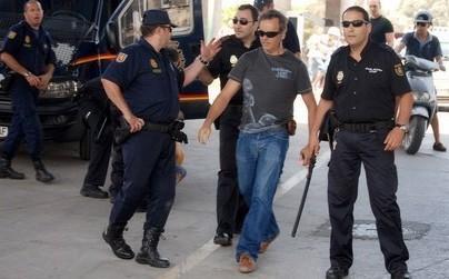 السلطات الإسبانية توافق تسليم أحد المطلوبين لدى العدالة المغربية