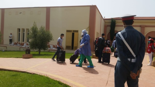 خمسة عائدين من الجزائر يصابون بفيروس كورونا