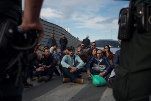 المغاربة العالقون بالخارج  يخوضون إضرابا عن الطعام