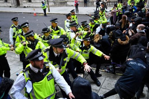 اعتقالات وعنف بالمدن الأوروبية لمواجهة موجة احتجاجات مناهضة للعنصرية
