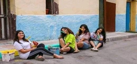 """صورة لفتيات حسيميات بـ""""سراويل قصيرة وأقمصة صيفية"""" تشعل جدلا ساخنا بين الريفيين على الفايسبوك"""