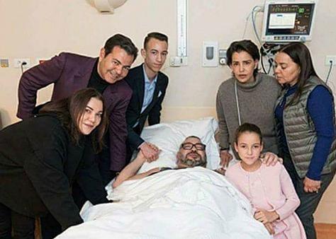 الملك يخضع لعملية جراحية ناجحة على القلب بمصحة القصر الملكي