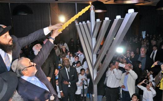 رجال أعمال يهود بمليلية ينفون تلقي عرض من القصر الملكي للاستثمار بالناظور