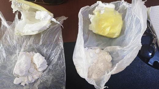 بالصور.. حجز مخدرات قوية لدى سائق سيارة بمدينة أزغنغان