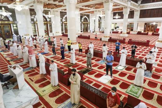 مكة المكرمة تفتح مساجدها أمام المصلين بعد ثلاثة أشهر من الإغلاق